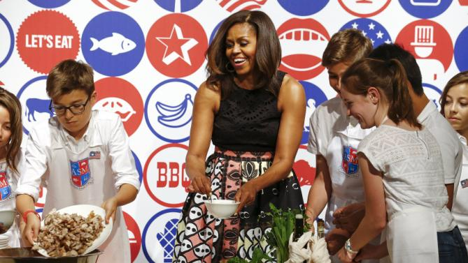 U.S. first lady Michelle Obama cooks with American kids at James Beard American Restaurant in Milan, Italy, as part of her European trip June 17, 2015.  REUTERS/Stefano Rellandini