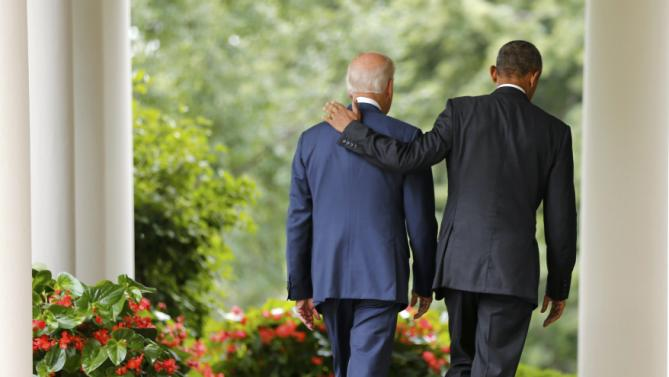 U.S. President Barack Obama (R) and Vice President Joe Biden walk back to the Oval Office after speaking about the Supreme Court ruling to uphold the nationwide availability of tax subsidies that are crucial to the implementation of the Affordable Care Act, at the White House in Washington June 25, 2015. REUTERS/Jonathan Ernst