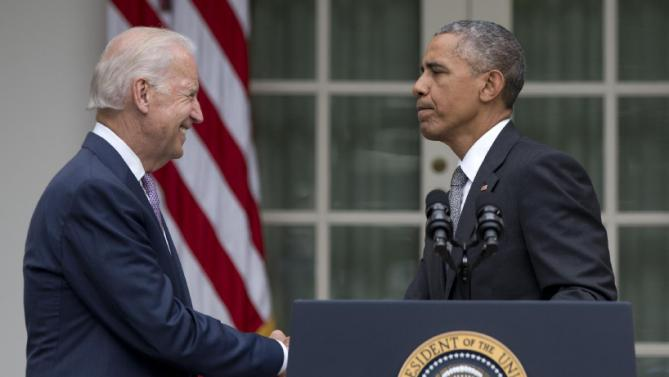 President Barack Obama shakes hands with Vice President Joe Biden in the Rose Garden of the White House, Thursday, June 25, 2015, in Washington, after speaking about that the Supreme Court upheld the subsidies for customers in states that do not operate their own exchanges under President Barack Obama's Affordable Care Act. (AP Photo/Carolyn Kaster)
