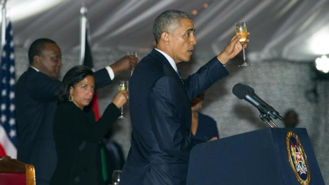President Barack Obama, right, offers a toast to Kenyan President Uhuru Kenyatta, left, during a state dinner at State House, on Saturday, July 25, 2015, in Nairobi, Kenya. (AP Photo/Evan Vucci)