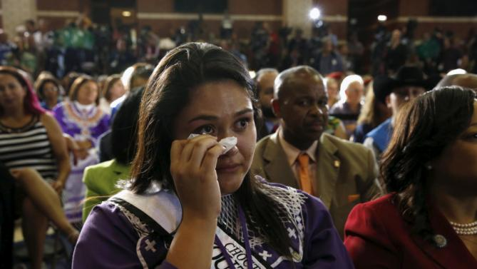 Choctaw Nation member Kelsey Janway wipes tears from her eyes as U.S. President Barack Obama tells her story about her efforts trying to get an internet signal as he visits with the Choctaw Nation in Durant, Oklahoma July 15, 2015. Obama was in Durant speaking about  expanding economic opportunity for communities across the country. REUTERS/Kevin Lamarque