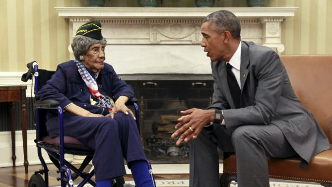 U.S. President Barack Obama meets with Emma Didlake, the oldest known World War II veteran at 110 years old, in the the Oval Office of the White House in Washington July 17, 2015. Didlake was a Private during the course of her service and her decorations include the Women's Army Corps Service Medal, American Campaign Medal, and World War II Victory Medal. She is visiting Washington, D.C., for her Honor Flight, provided by the Honor Flight Network. REUTERS/Yuri Gripas      TPX IMAGES OF THE DAY