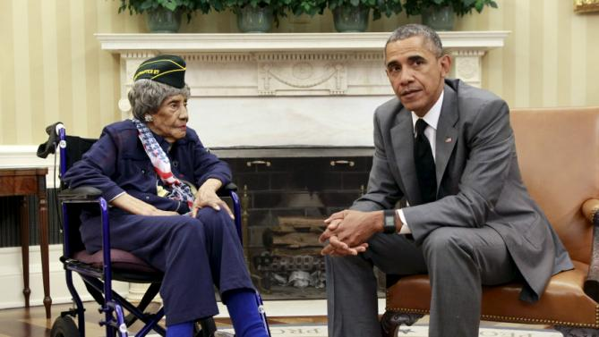 U.S. President Barack Obama meets with Emma Didlake, the oldest known World War II veteran at 110 years old, in the the Oval Office of the White House in Washington July 17 2015. Didlake was a Private during the course of her service and her decorations include the Women's Army Corps Service Medal, American Campaign Medal, and World War II Victory Medal. She is visiting Washington, D.C., for her Honor Flight, provided by the Honor Flight Network. REUTERS/Yuri Gripas