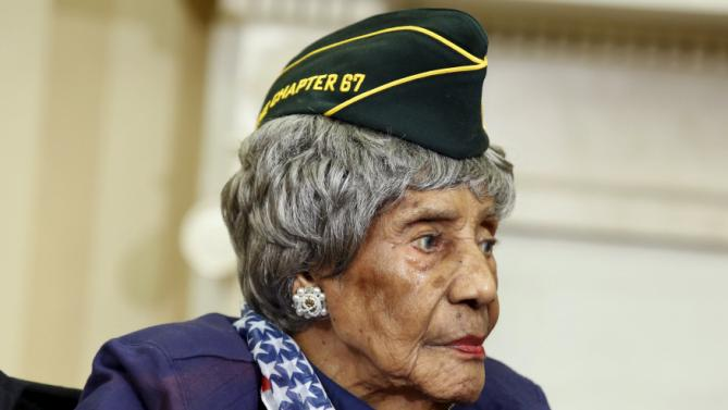 Emma Didlake, the oldest known World War II veteran at 110 years old, meets with U.S. President Barack Obama in the the Oval Office of the White House in Washington July 17, 2015. Didlake was a Private during the course of her service and her decorations include the Women's Army Corps Service Medal, American Campaign Medal, and World War II Victory Medal. She is visiting Washington, D.C., for her Honor Flight, provided by the Honor Flight Network. REUTERS/Yuri Gripas