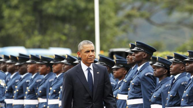 U.S. President Barack Obama reviews a Kenya Defence Forces honour guard during a visit to the State House in Kenya's capital Nairobi, July 25, 2015. Obama told African entrepreneurs in Kenya on Saturday they could help counter violent ideologies and drive growth in Africa, and said governments had to assist by ensuring the rule of law was upheld and by tackling corruption. REUTERS/Thomas Mukoya