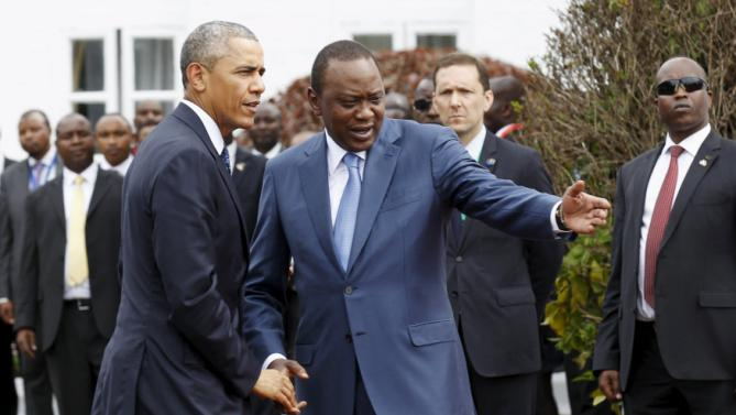 U.S. President Barack Obama (L) meets Kenya's President Uhuru Kenyatta (R) as he arrives for a visit at the State House in Kenya's capital Nairobi, July 25, 2015. REUTERS/Thomas Mukoya