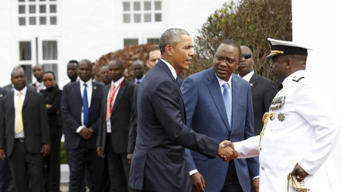 U.S. President Barack Obama (L) shake hands with Kenya's Chief of Defence Forces Samson Mwathathe (R), next to Kenya's President Uhuru Kenyatta (2nd R), as he arrives to visit at the State House in Kenya's capital Nairobi, July 25, 2015. REUTERS/Thomas Mukoya