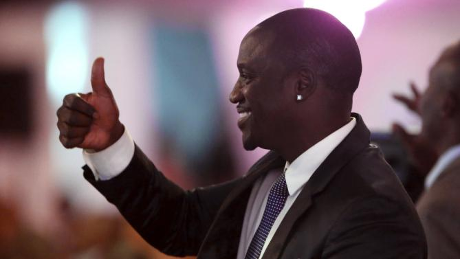 Recording artist Akon attends a state dinner in U.S. President Barack Obama's honor at the State House in Nairobi July 25, 2015. Obama told African entrepreneurs in Kenya on Saturday they could help counter violent ideologies and drive growth in Africa, and said governments had to assist by ensuring the rule of law was upheld and by tackling corruption. REUTERS/Jonathan Ernst