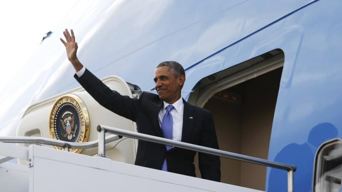 U.S. President Barack Obama waves as he departs for Ethiopia aboard Air Force One from Jomo Kenyatta International Airport in Nairobi July 26, 2015. Obama told Kenyans on Sunday on his first presidential trip to his father's homeland that there was