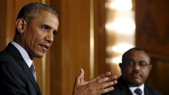 U.S. President Barack Obama (L) and Ethiopia's Prime Minister Hailemariam Desalegn hold a news conference after their meeting at the National Palace in Addis Ababa, Ethiopia July 27, 2015. Obama met the Ethiopian prime minister on Monday on the first visit by a serving U.S. president to a nation with one of the fastest-growing economies in Africa but which has often been criticised for its rights record.  REUTERS/Jonathan Ernst