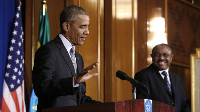 Ethiopia's Prime Minister Hailemariam Desalegn (R) smiles at comments by U.S. President Barack Obama (L) during their news conference at the National Palace in Addis Ababa, Ethiopia July 27, 2015. The economy of Ethiopia is forecast to expand by more than 10 percent, although rights groups say Addis Ababa's achievements are at the expense of political freedom. REUTERS/Jonathan Ernst