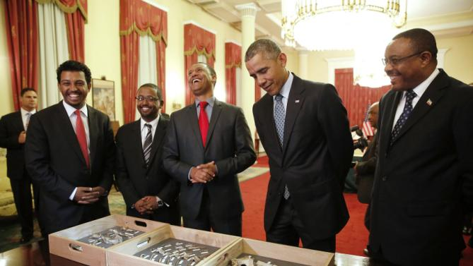 Dr. Zeresenay Alemseged Lemseged (C), of the California Academy of Sciences, laughs at a quip by U.S. President Barack Obama (2ndR) as he and Ethiopia's Prime Minister Hailemariam Desalegn (R) look at the bones of Lucy, an early human, before a State Dinner in Obama's honor at the National Palace in Addis Ababa, Ethiopia July 27, 2015. Lucy is the most famous fossil of the species Australopithecus afarensis, and was found in Ethiopia in 1974. REUTERS/Jonathan Ernst