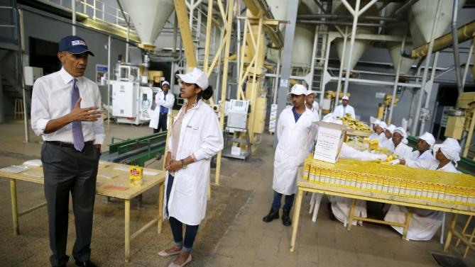 U.S. President Barack Obama (L) tours the Faffa Food factory in Addis Ababa, Ethiopia July 28, 2015. Obama told Ethiopia's leaders on Monday that allowing more political freedoms would strengthen the African nation, which had already lifted millions out of a poverty once rooted in recurring famine. REUTERS/Jonathan Ernst      TPX IMAGES OF THE DAY