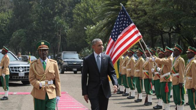 U.S. President Barack Obama, centre, inspects the honor guard after arriving at the National Palace to meet with Ethiopian prime minister, Hailemariam Desalegn, in Addis Ababa , Ethiopia, Monday, July 27, 2015.  (AP Photo/Sayyid Azim)