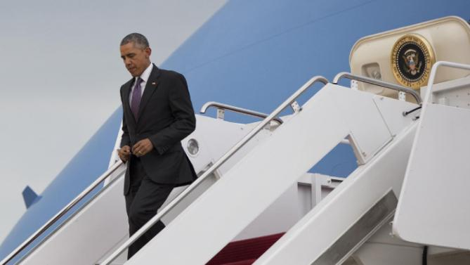 President Barack Obama arrives on Air Force One, Wednesday, July 1, 2015, in Andrews Air Force Base, Md., en route to Washington as he returns from a visit to Taylor Stratton Elementary School, in Nashville, Tenn., where he spoke about the Affordable Care Act.  (AP Photo/Carolyn Kaster)