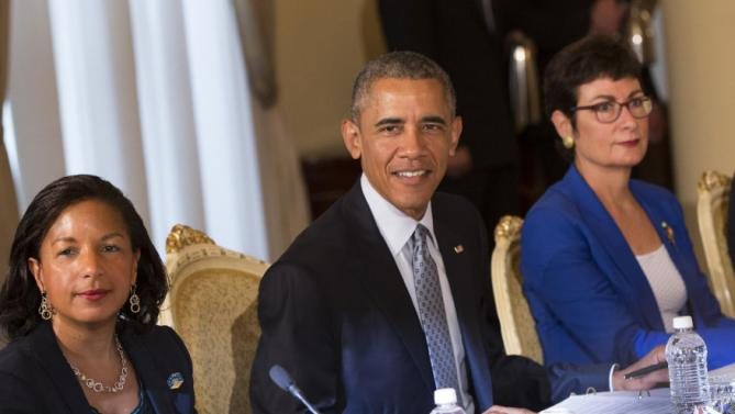 U.S. President Barack Obama, center, participates in a bilateral meeting with Ethiopian Prime Minister Hailemariam Desalegn at the National Palace, on Monday, July 27, 2015, in Addis Ababa. Obama is the first sitting U.S. president to visit Ethiopia. (AP Photo/Evan Vucci)