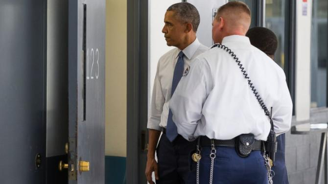 AP_prison_tour_obama_01_mm_150716_16x9_992