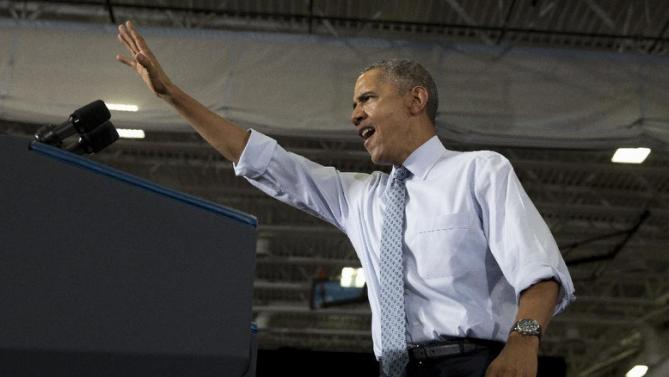 President Barack Obama waves to the crowd as he arrives to speak at the University of Wisconsin at La Crosse, in La Crosse, Wis., Thursday, July 2, 2015, about the economy and to promote a proposed Labor Department rule that would make more workers eligible for overtime. (AP Photo/Carolyn Kaster)