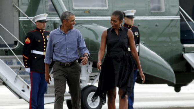 U.S. President Barack Obama and first lady Michelle Obama step out from Marine One to board Air Force One as they depart from Cape Cod Coast Guard Air Station after their two-week vacation on Martha's Vineyard in Massachusetts August 23, 2015. REUTERS/Kevin Lamarque