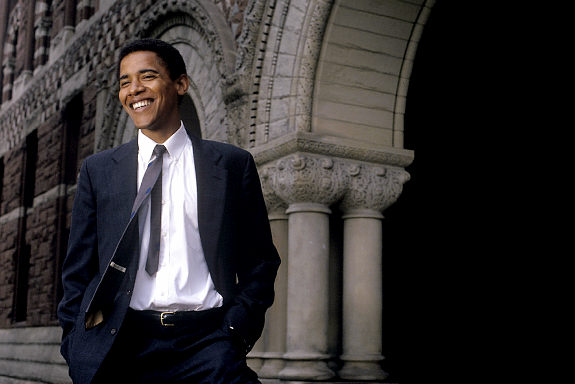 1990, Cambridge, Massachusetts, USA: 2008 presidential candidate Barack Obama in 1990, during his tenure as President of the Harvard Law Review. Barack Hussein Obama (born August 4, 1961) is the junior U.S. Senator from Illinois. In November 2004, he was elected to the Senate as a Democrat. He is married to Michelle Obama and is a father to two daughters. On January 3, 2008 he came first in the Iowa caucus for the American presidency.///Barack Obama, on the campus of Harvard University.. Credit: Susan Lapides / Polaris   Original Filename: 7xp0fk50.JPG