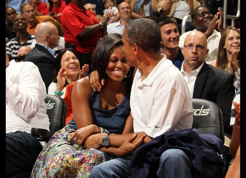 Obamas-hug