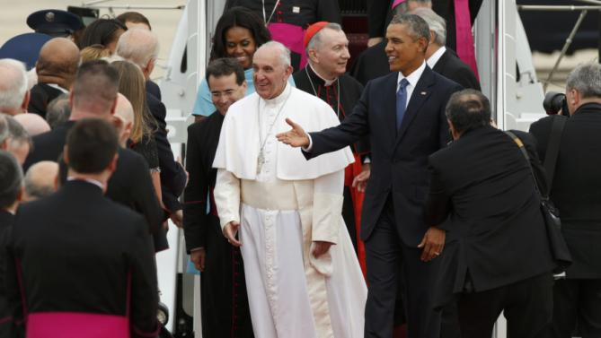 U.S. President Barack Obama (R) welcomes Pope Francis to the United States as the Pontiff greets dignitaries upon his arrival at Joint Base Andrews outside Washington September 22, 2015. REUTERS/Kevin Lamarque (TPX IMAGES OF THE DAY)