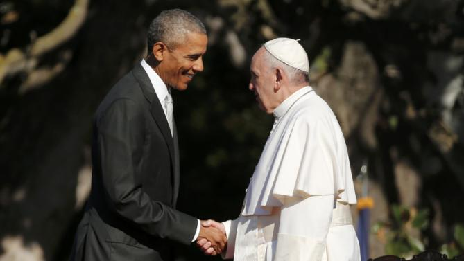 U.S. President Barack Obama (L) greets Pope Francis upon his arrival at the White House in Washington September 23, 2015. REUTERS/Jonathan Ernst