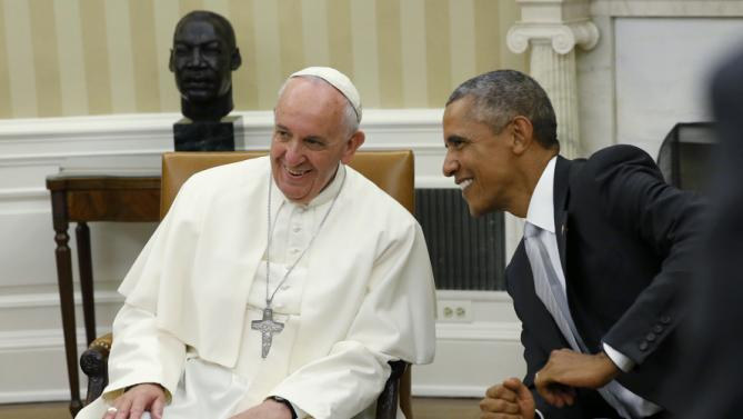 U.S. President Barack Obama (R) smiles with Pope Francis in the Oval Office of the White House in Washington September 23, 2015. The pontiff is on his first visit to the United States. REUTERS/Jonathan Ernst
