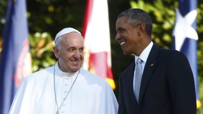 U.S. President Barack Obama stands with Pope Francis (L) as the pontiff is welcomed to the White House during a ceremony in Washington September 23, 2015. REUTERS/Tony Gentile