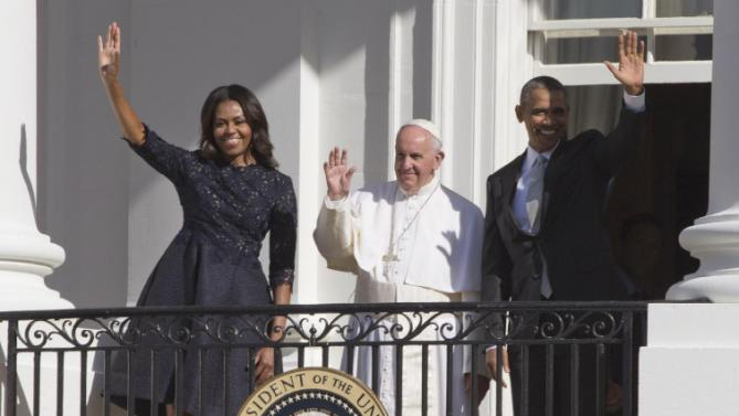 President Barack Obama, first lady Michelle Obama and Pope Francis wave to the crowd on South Lawn of the White House in Washington, Wednesday, Sept. 23, 2015. (AP Photo/Alessandra Tarantino)