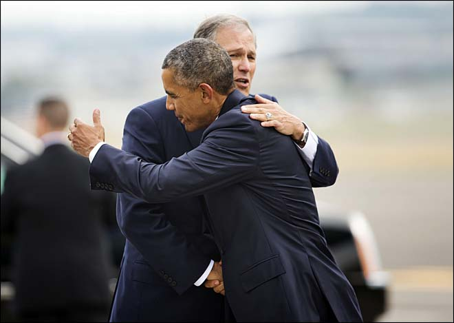 President Barack Obama and Washington Gov. Jay Inslee embrace during Obama's arrival at King County International Airport in Seattle, Wash., Friday, Oct. 9, 2015. Obama is scheduled to attend a democratic fundraiser event with Sen. Patty Murray, D-Wash. He's is also attending fundraisers in San Francisco and Los Angeles as part of a four-day West Coast tour. (AP Photo/Pablo Martinez Monsivais)