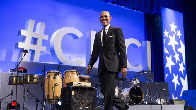 U.S. President Barack Obama arrives to deliver remarks at the Congressional Hispanic Caucus Institute's (CHCI) 38th Annual Awards Gala in Washington, October 8, 2015. REUTERS/Joshua Roberts
