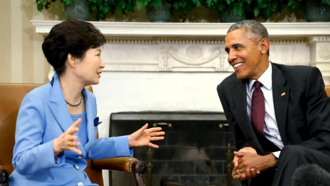U.S. President Barack Obama (R) welcomes South Korea's President Park Geun-hye for their meeting in the Oval Office the White House in Washington, October 16, 2015. REUTERS/Jonathan Ernst