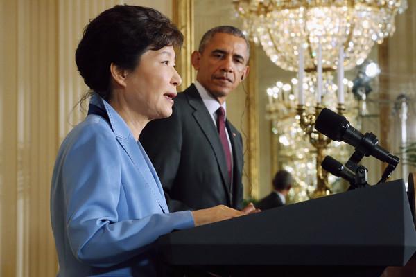 Barack+Obama+Obama+Meets+President+Park+South+kukX1_mlHnYl