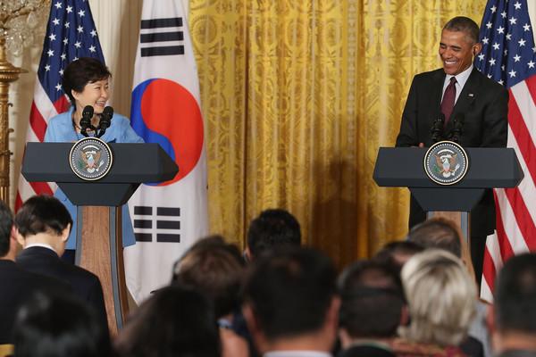 Barack+Obama+Obama+Meets+President+Park+South+MGen5xzA0sEl