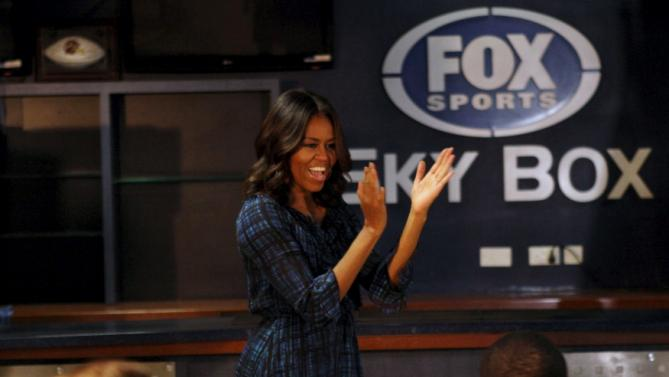 U.S. first lady Michelle Obama claps as she visits U.S troops stationed at Al Udeid air base west of Doha, Qatar November 3, 2015. REUTERS/Naseem Zeitoon