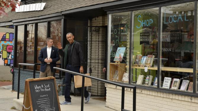 U.S. President Barack Obama waves as he departs Upshur Street Books after purchasing books with daughters Malia and Sasha, in Washington, November 28, 2015. Today is Small Business Saturday, which was started to encourage shoppers to buy locally and from brick-and-mortar stores, and serves as a counterpoint to the traditionally busy shopping days of Black Friday and Cyber Monday after the Thanksgiving holiday. REUTERS/Mike Theiler