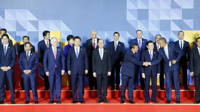 U.S. President Barack Obama shakes hands with Peru's President Ollanta Humala as they wait for a group family photo at the Asia-Pacific Economic Cooperation (APEC) summit in Manila, Philippines, Thursday, Nov. 19, 2015. Pictured from top left, Hong Kong's Chief Executive is Leung Chun-ying, Indonesian Vice President Jusuf Kalla, Japanese Prime Minister Shinzo Abe , South Korea President Park Geun-hye, Malaysian Prime Minister Najib Razak, Mexican President Enrique Pena Nieto, New Zealand Prime Minister John Key, Papua New Guinea Prime Minister Peter O'Neill, Prime Minister Dmitry Medvedev, Singapore Prime Minister Lee Hsien Loong. front row from left, Chile's President Michelle Bachelet, Canadian Prime Minister Justin Trudeau, Sultan of Brunei Sultan Hassanal Bolkiah, Australian Prime Minister Malcolm Turnbull, Chinese President Xi Jinping, Philippines President Benigno Aquino III, Peru's President Ollanta Humala, Vietnam's President Truong Tan Sang, U.S. President Barack Obama, Thailand's Prime Minister Prayut Chan-o-cha and Taiwan envoy Vincent Siew. (AP Photo/Bullit Marquez)