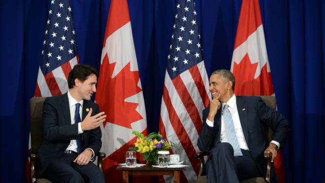 Canada's Prime Minister Justin Trudeau, left, takes part in a bilateral meeting with U.S. President Barack Obama at the APEC Summit in Manila, Philippines, Thursday, Nov. 19, 2015. (Sean Kilpatrick/The Canadian Press via AP) MANDATORY CREDIT