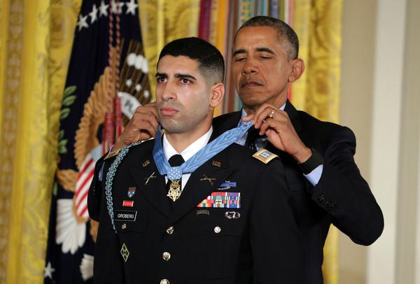 Barack+Obama+Obama+Awards+Medal+Honor+Retired+_6VKI_MvbuZl