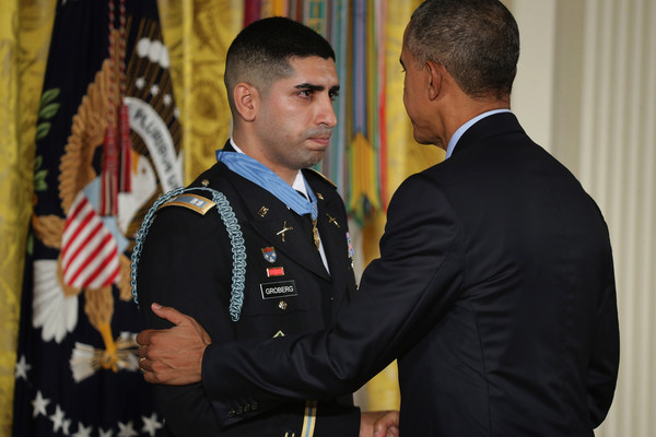 Barack+Obama+Obama+Awards+Medal+Honor+Retired+_uSGTBXuuWhl