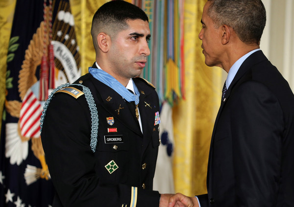 Barack+Obama+Obama+Awards+Medal+Honor+Retired+EdD5aSTKzHYl