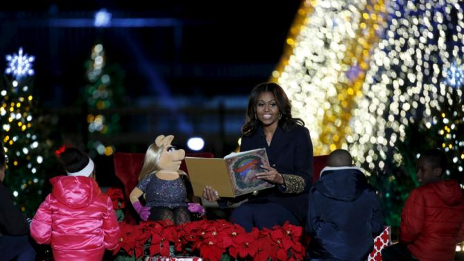 "U.S. First Lady Michelle Obama reads ""'Twas the night before Christmas"" to children during the National Christmas Tree Lighting and Pageant of Peace ceremony on the Ellipse near the White House in Washington December 3, 2015. REUTERS/Yuri Gripas"