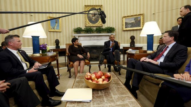 U.S. President Barack Obama meets with Attorney General Loretta Lynch (2nd L), Acting Director of the Bureau of Alcohol, Tobacco, Firearms and Explosives (ATF) Thomas Brandon (L) and FBI Director James Comey (R) to discuss what executive actions he can take to curb gun violence, at the White House in Washington January 4, 2016. REUTERS/Kevin Lamarque