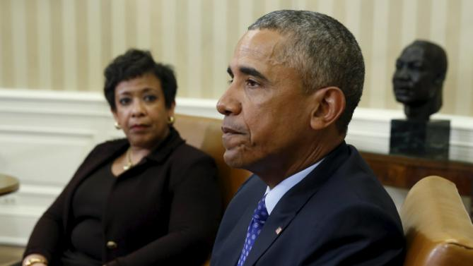 U.S. Attorney General Loretta Lynch (L) looks toward U.S. President Barack Obama during a meeting with other top law enforcement officials to discuss what executive actions he can take to curb gun violence, in the Oval Office of the White House in Washington January 4, 2016. Behind Obama is a bust of Martin Luther King Jr. REUTERS/Kevin Lamarque TPX IMAGES OF THE DAY