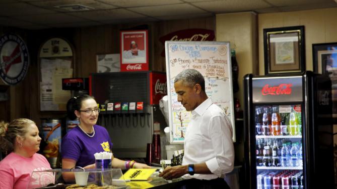 "U.S. President Barack Obama orders a ""poor boy sandwich"" at Poor Boy Lloyd's Restaurant in downtown Baton Rouge, Louisiana, January 14, 2016. REUTERS/Carlos Barria"
