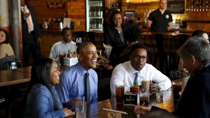 U.S. President Barack Obama (2nd L) sits down to lunch with autoworker Teana Dowdell (L), Dr. Tolulope Sonuyi (2nd R) and Shinola founder Tom Kartsotis at the Jolly Pumpkin Brewery in Detroit, Michigan, January 20, 2016. In Detroit, Obama will visit the North American International Auto Show and deliver remarks on the U.S. auto industry at the UAW-GM Center for Human Resources. REUTERS/Jonathan Ernst