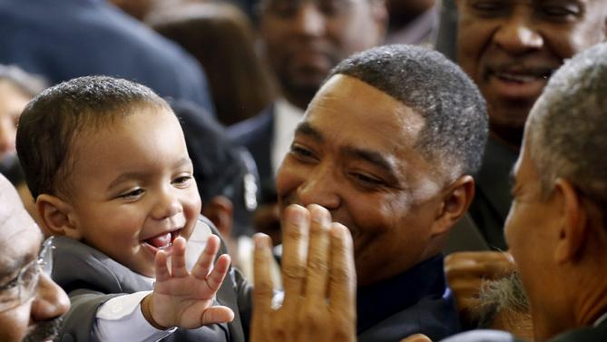 U.S. President Barack Obama greets a baby after delivering remarks to promote themes from his State of the Union address at McKinley High School in Baton Rouge, Louisiana, January 14, 2016. REUTERS/Carlos Barria