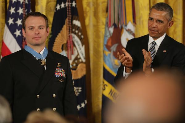 Barack+Obama+Obama+Presents+Medal+Honor+Navy+4VBpd4z2XV6l