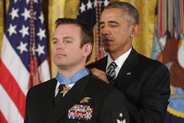 Barack+Obama+Obama+Presents+Medal+Honor+Navy+6huPmgrfS-Dl